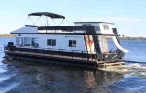 Happy Days House Boats 10 Sleeper