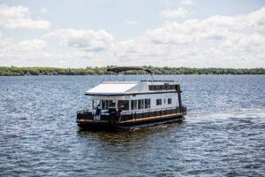 Happy Days Houseboats - 10 Sleeper Houseboat