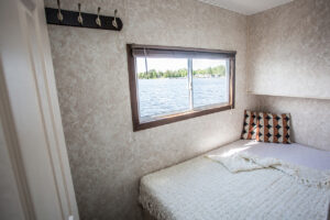 Happy Days Houseboats - 8 Sleeper Bedroom