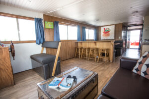 Happy Days Houseboats - Suncruiser Main Cabin