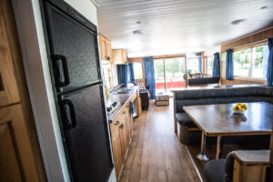Happy Days Houseboats - Suncruiser Kicthen/Galley