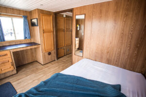 Happy Days Houseboats - Suncruiser bedroom